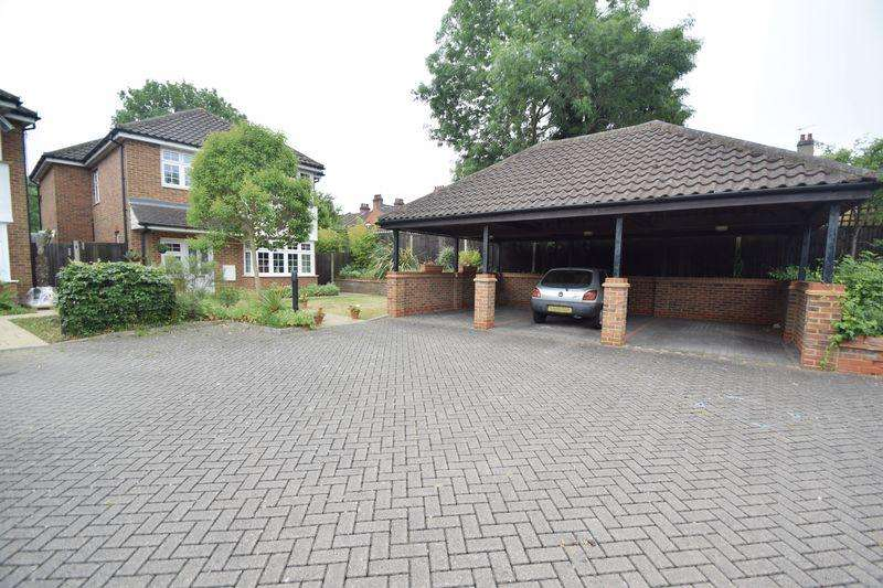 4 Bedrooms Detached House for sale in Hogarth Close, Luton