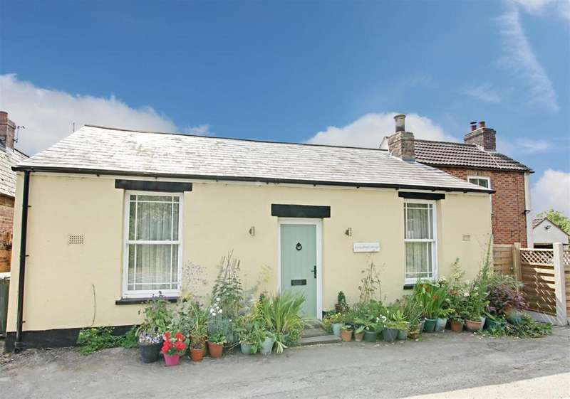 1 Bedroom Detached Bungalow for sale in Main Road, South Reston, Louth