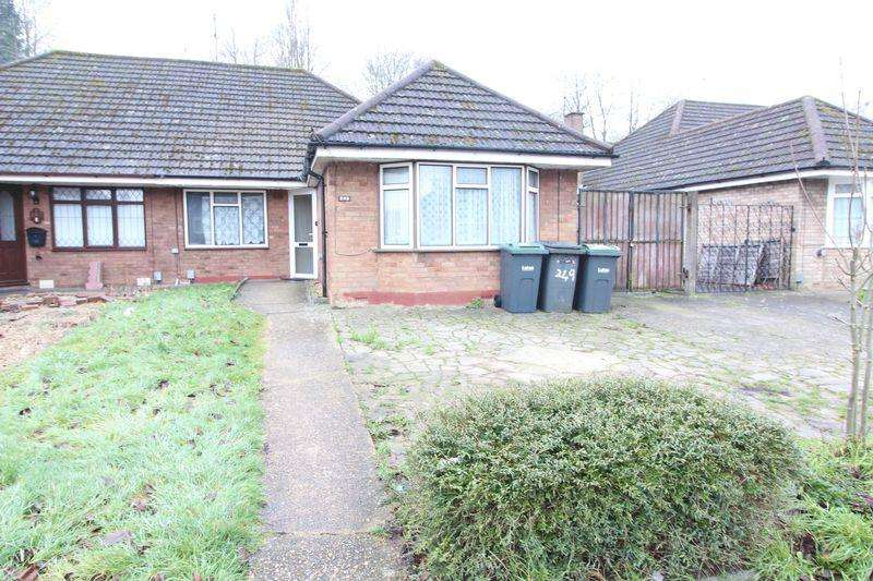 4 Bedrooms Bungalow for sale in Heavily extended Bungalow with NO CHAIN on Runley Road, Luton