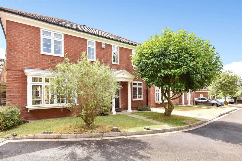 4 Bedrooms Detached House for sale in Laburnum Grove, Ruislip, Middlesex, HA4
