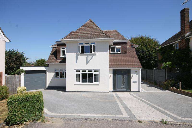 4 Bedrooms Detached House for sale in Oakwood Close, Burgess Hill, West Sussex