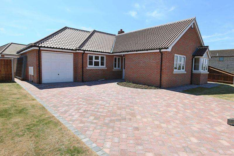 3 Bedrooms Detached Bungalow for sale in Orchard Avenue, Lowestoft