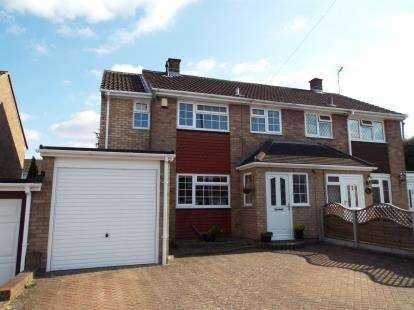 3 Bedrooms Semi Detached House for sale in Brampton Rise, Dunstable, Bedfordshire, England