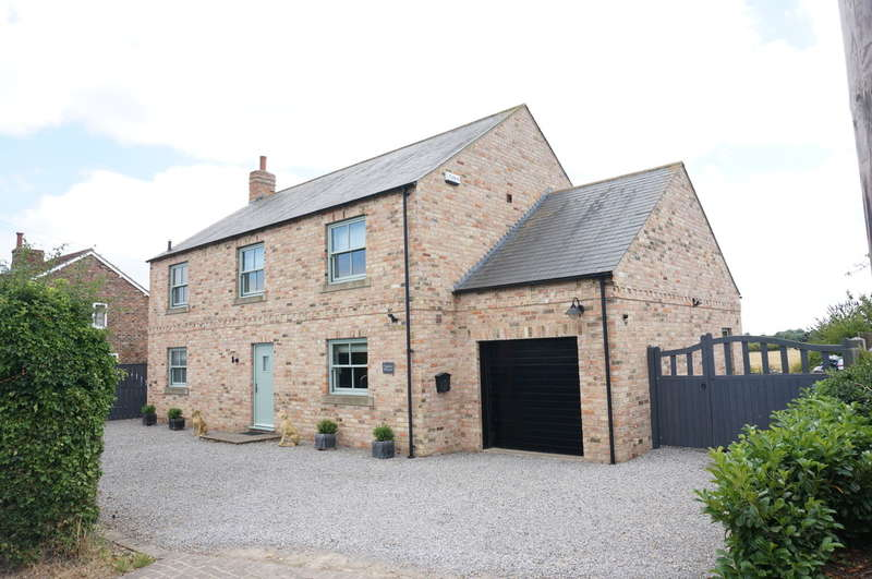 4 Bedrooms Detached House for sale in Moor Lane, Hunsingore, Wetherby, LS22