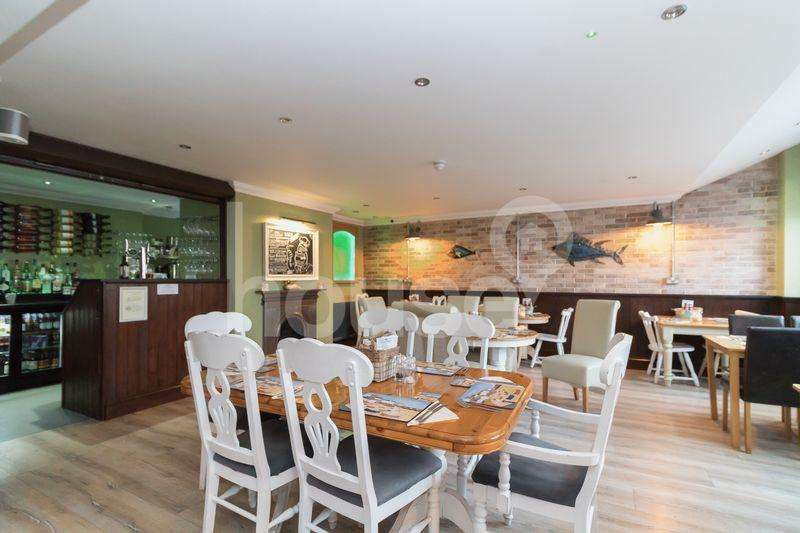 18 Bedrooms Guest House Commercial for sale in High Street, Queenborough