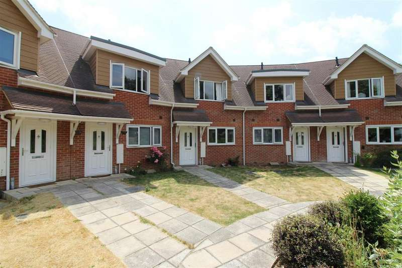 3 Bedrooms Town House for sale in Evesham Road, Emmer Green, Reading
