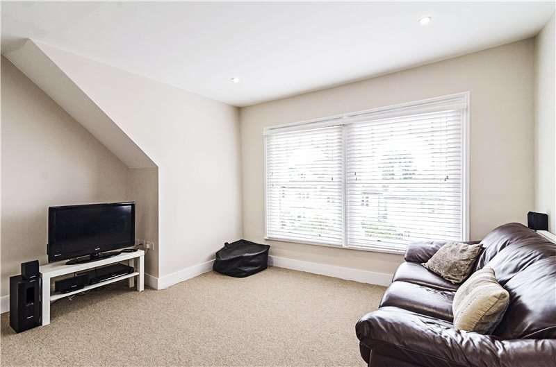2 Bedrooms Flat for sale in Alexandra Park Road, London, N10