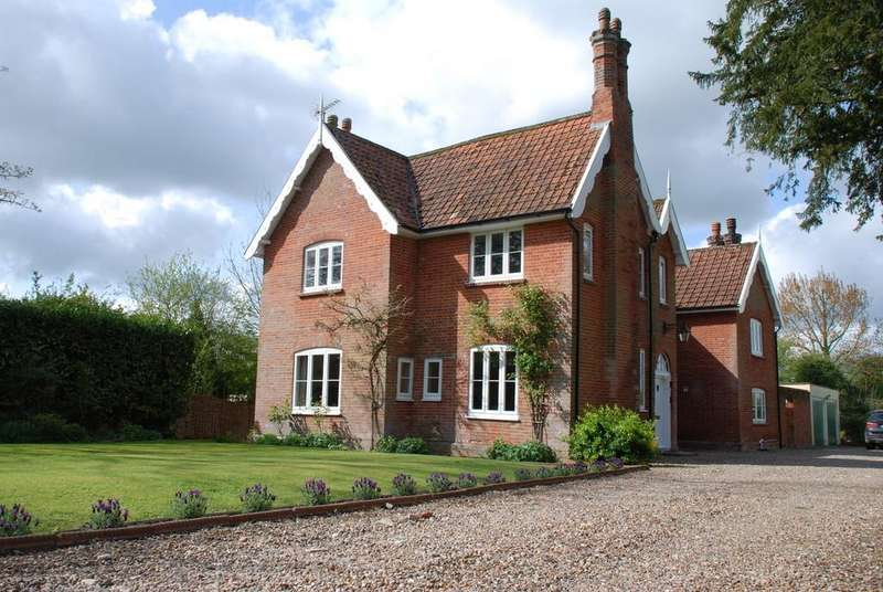 5 Bedrooms Detached House for sale in Hoxne Road, Denham, Suffolk