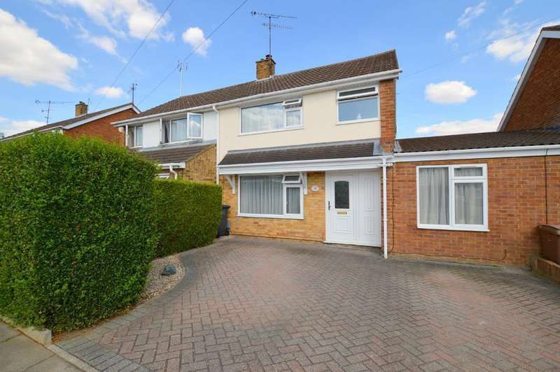 4 Bedrooms Semi Detached House for sale in Bosmore Road, Luton, LU3 2TS
