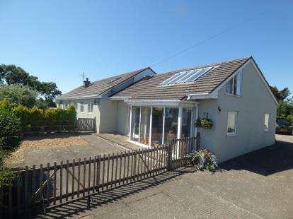 4 Bedrooms Equestrian Facility Character Property for sale in Lon Bachau, Coedana, Llannerch-y-Medd, Sir Ynys Mon, LL71