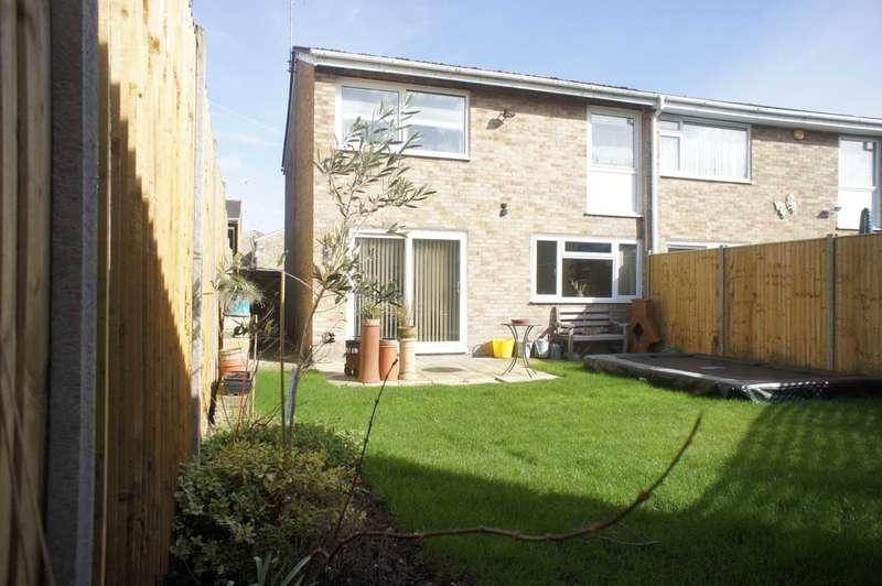 3 Bedrooms Semi Detached House for sale in Quantock Avenue, Caversham Park Village