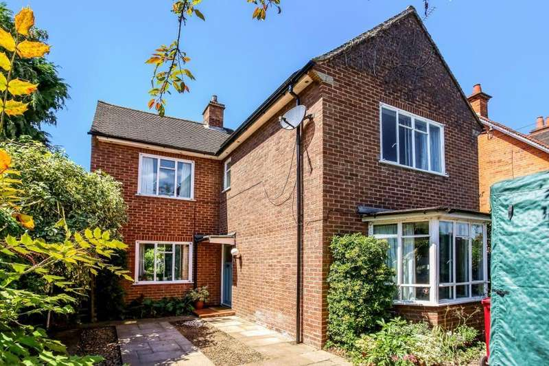 3 Bedrooms Detached House for sale in Eastern Avenue, Reading, RG1