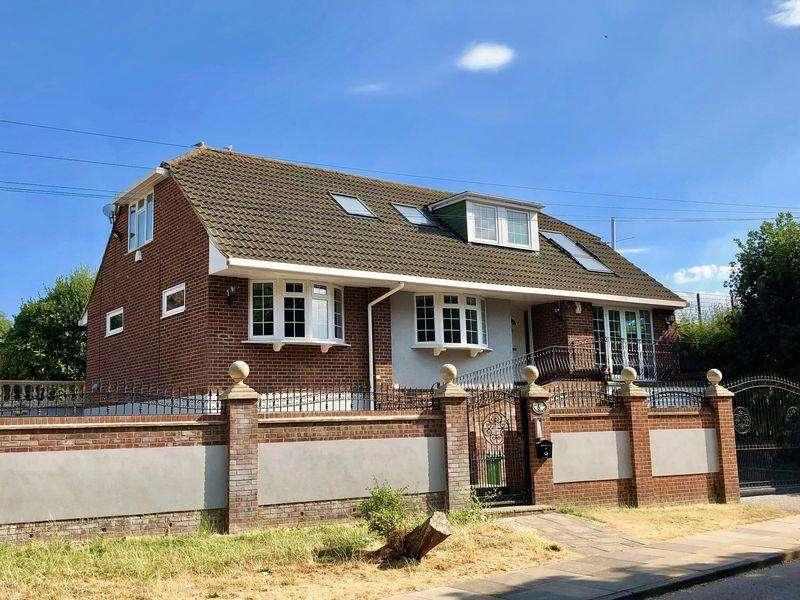 6 Bedrooms Detached Bungalow for sale in Iris Avenue, Bexley