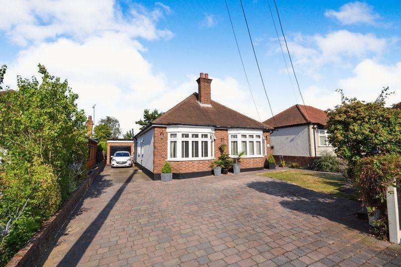 4 Bedrooms Detached Bungalow for sale in Lampits Lane, Stanford-Le-Hope