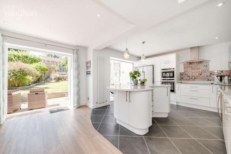 4 Bedrooms Detached House for sale in Valley Drive, Brighton, BN1
