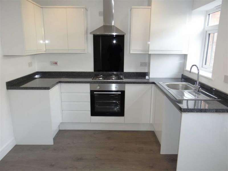 2 Bedrooms Town House for sale in Warrington Road, Leigh