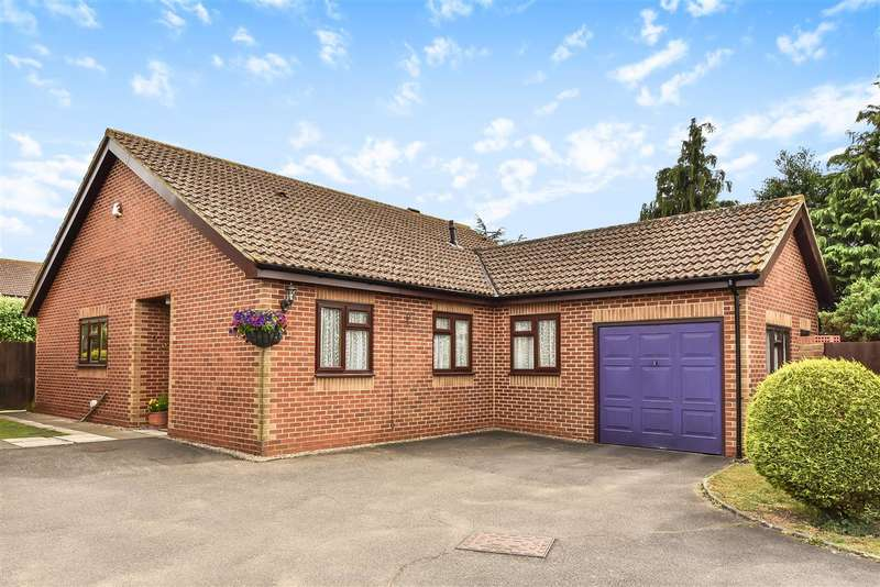 4 Bedrooms Detached Bungalow for sale in Whitley Wood Lane, Reading