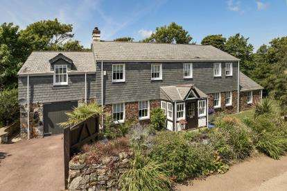 4 Bedrooms Detached House for sale in St. Martin, Helston, Cornwall