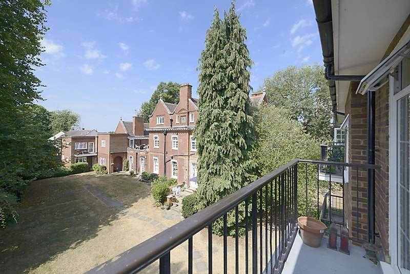 2 Bedrooms Flat for sale in Thames Mead, Windsor, Berkshire, SL4