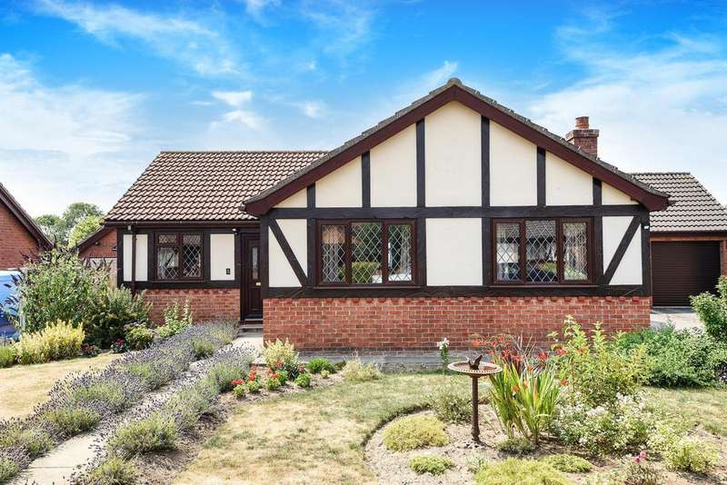 3 Bedrooms Detached Bungalow for sale in Tudor Park, Horncastle, Lincs, LN9 5EZ