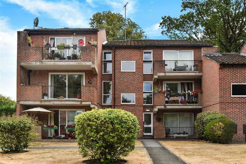 2 Bedrooms Apartment Flat for sale in Nugee Court, Dukes Ride, Crowthorne, Berkshire, RG45 6SJ