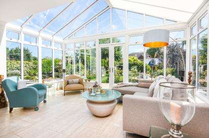 5 Bedrooms Detached House for sale in Langdon Hills, Basildon, Essex