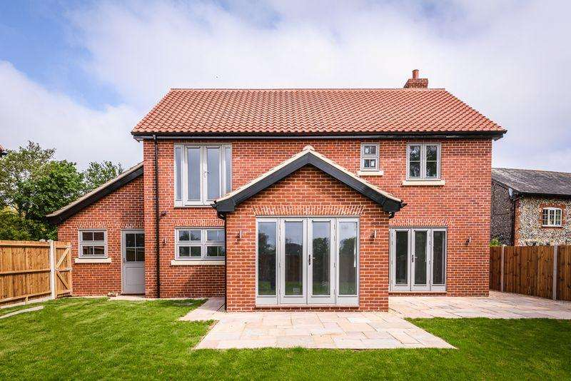 4 Bedrooms Detached House for sale in Castle Hill Road, New Buckenham