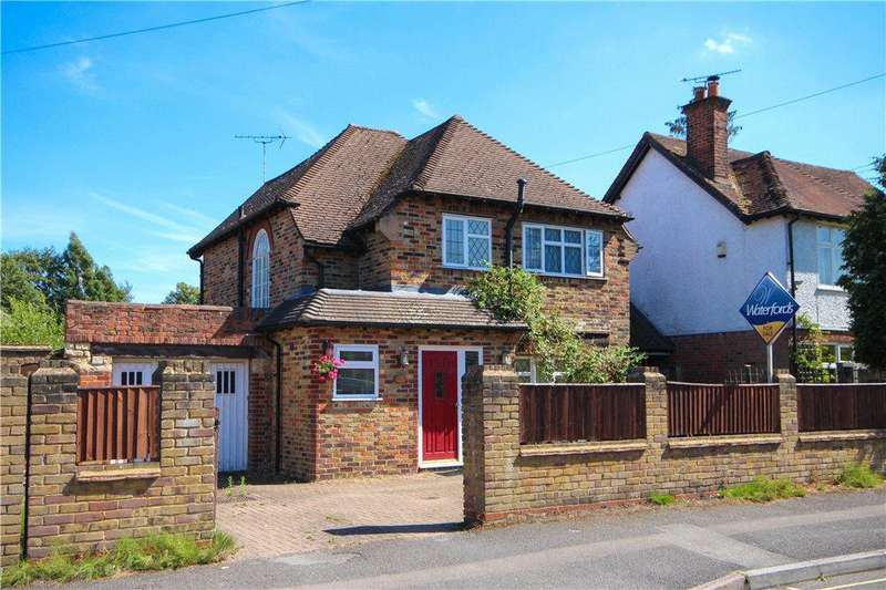 3 Bedrooms Detached House for sale in Connaught Road, Fleet, Hampshire, GU51