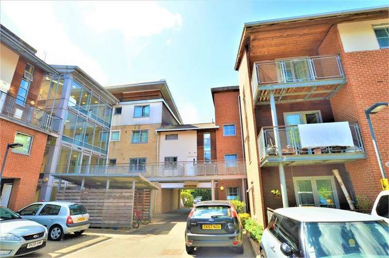 2 Bedrooms Flat for sale in Windmill Road, Sllough, Berks