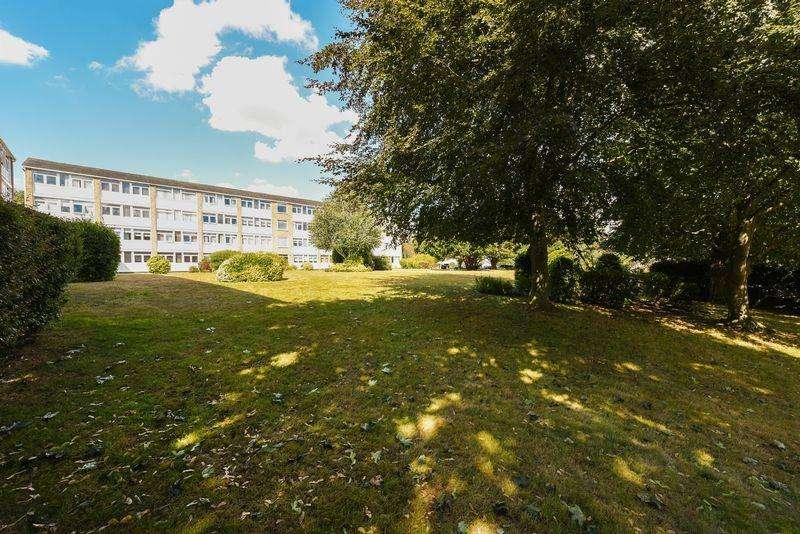 3 Bedrooms Apartment Flat for sale in Tarnwood Park, Eltham SE9