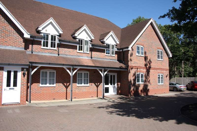 2 Bedrooms Flat for sale in Glendale Court, King Street Lane, Sindlesham, Wokingham, RG41