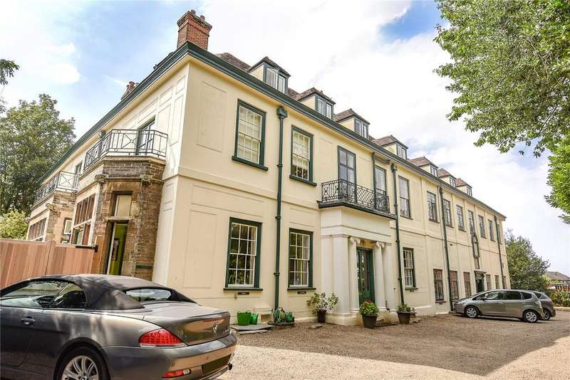 3 Bedrooms Apartment Flat for sale in St Michaels Close, Northgate Street, Bury St Edmunds, Suffolk, IP33