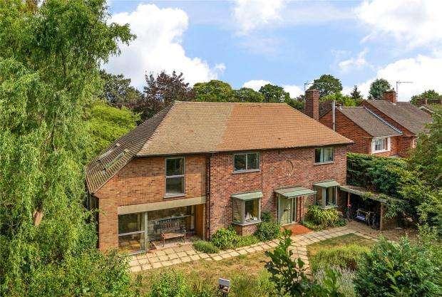 4 Bedrooms Detached House for sale in Bulstrode Gardens, Cambridge