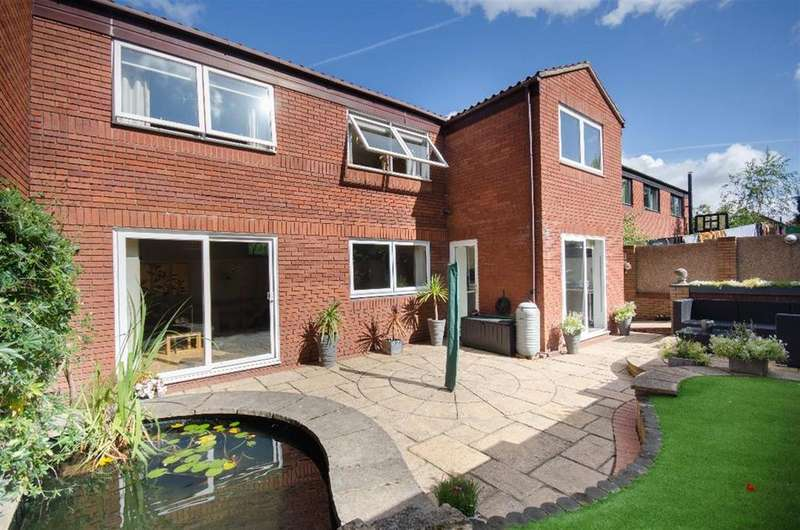 3 Bedrooms Detached House for sale in 6 Sandringham Park