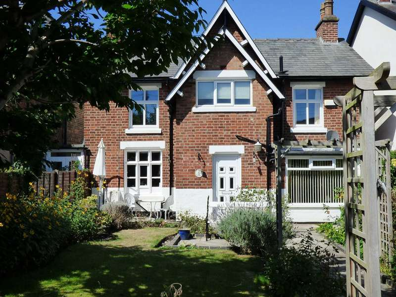 2 Bedrooms Semi Detached House for sale in Mews Cottage, South Warton Street, Lytham