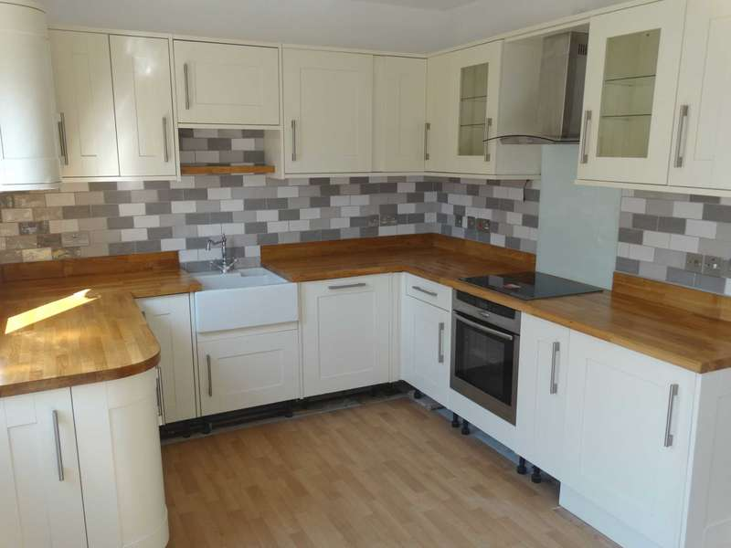 3 Bedrooms Terraced House for sale in Sidley Road, Eastbourne