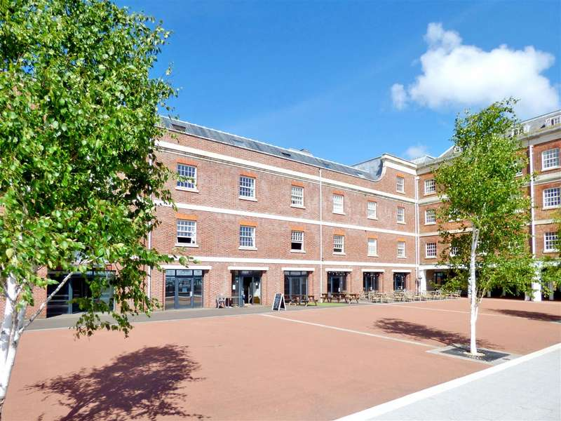 2 Bedrooms Apartment Flat for sale in Royal Clarence Marina, Gosport