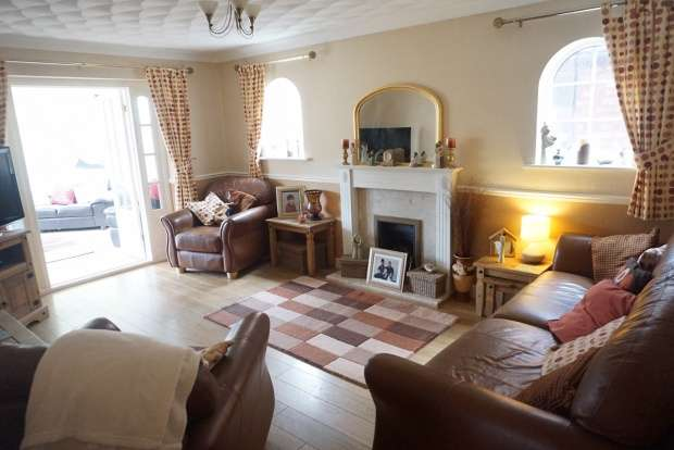 4 Bedrooms Detached House for sale in Broughton Road, Crewe, Cheshire, CW1 4NW