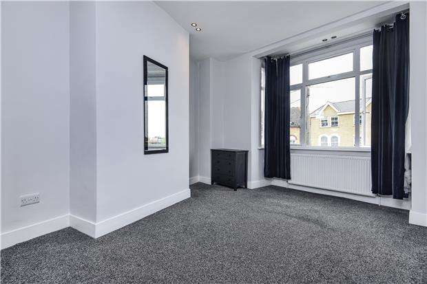 2 Bedrooms Flat for sale in Conyers Road, LONDON, SW16 6LT