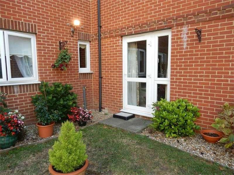2 Bedrooms Retirement Property for sale in Warner Court, Yorktown Road, College Town, SANDHURST, Berkshire