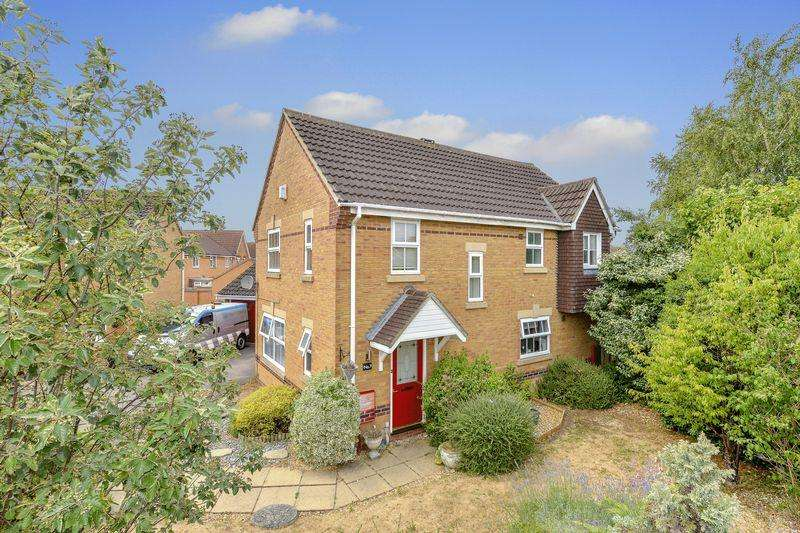 4 Bedrooms Detached House for sale in Meadowsweet Drive, Bedford, MK42 0RG