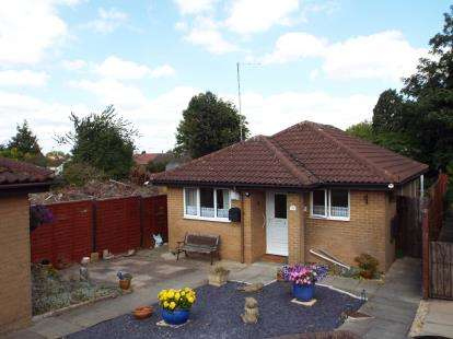 2 Bedrooms Bungalow for sale in Bampton Road, Luton, Bedfordshire, England