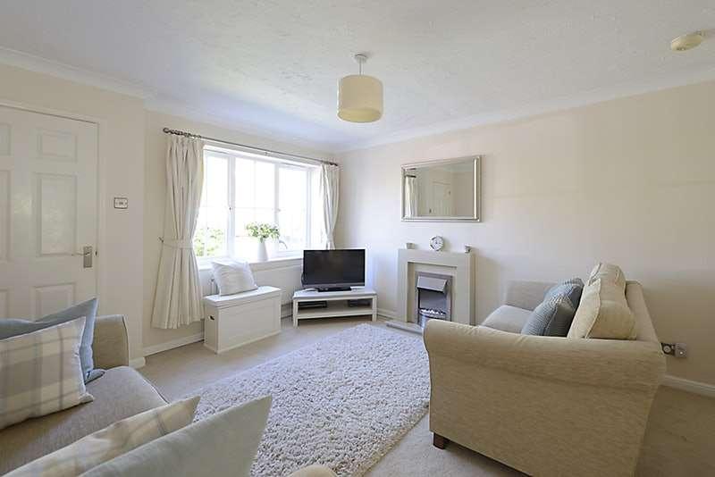 2 Bedrooms Terraced House for sale in Shepherd Close, Aylesbury, Buckinghamshire, HP20
