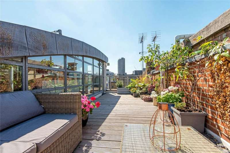 3 Bedrooms Penthouse Flat for sale in Goswell Road, EC1V