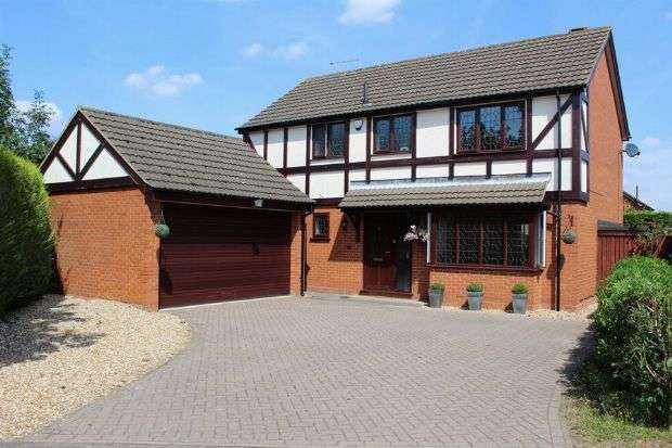 4 Bedrooms Detached House for sale in Triumph Gardens, Duston, Northampton NN5 6YH