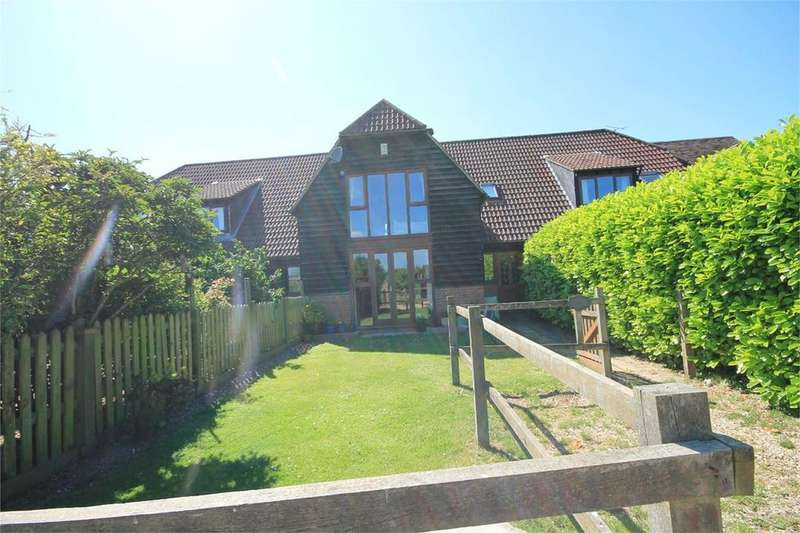 3 Bedrooms Mews House for sale in Manor Farm, Oare, Hermitage, RG18