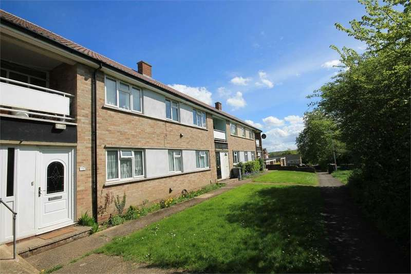 2 Bedrooms Maisonette Flat for sale in Redfield Court, Newbury, RG14