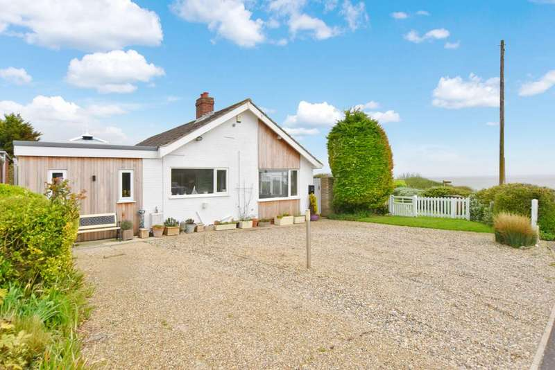 3 Bedrooms Detached Bungalow for sale in Clifton Way, Overstrand