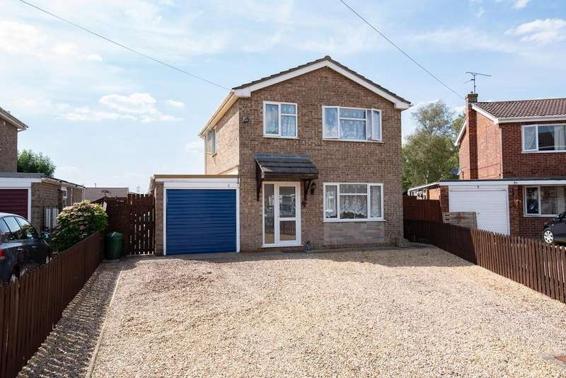 3 Bedrooms Detached House for sale in College Close, Holbeach, PE12