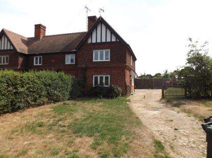 2 Bedrooms Semi Detached House for sale in Waltham Abbey, Essex